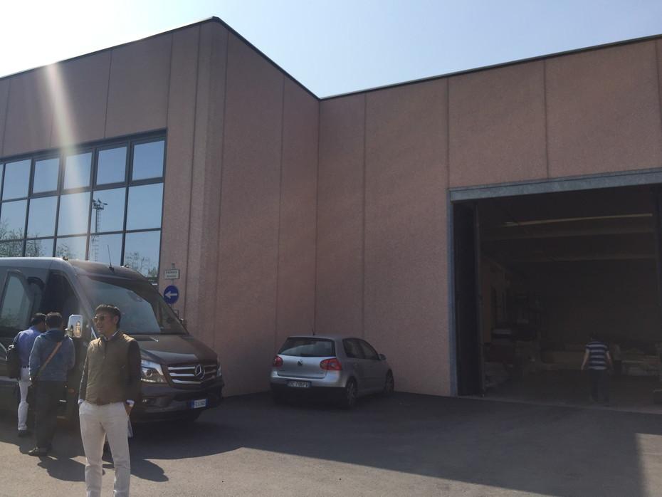 VIVA社パネルプレス工場外観